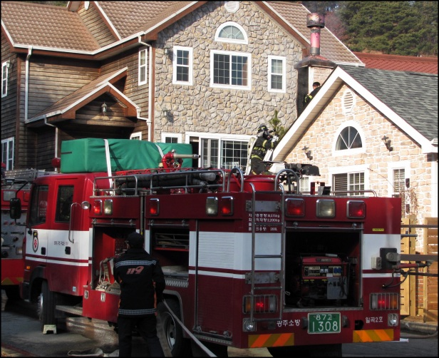 Korean Fire Trucks Feb 2013 (39)